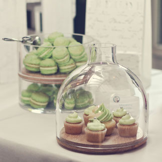 Cupcakes und Macarons