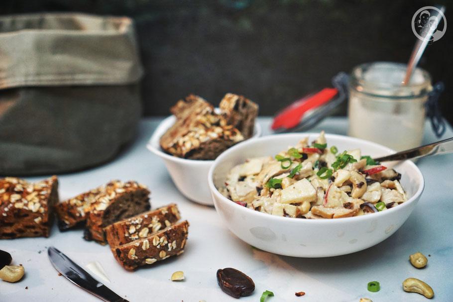 Geflügelsalat_Datteln_orientalisch_Partysalat_Cashews_Foodblog_Köln_Rezept