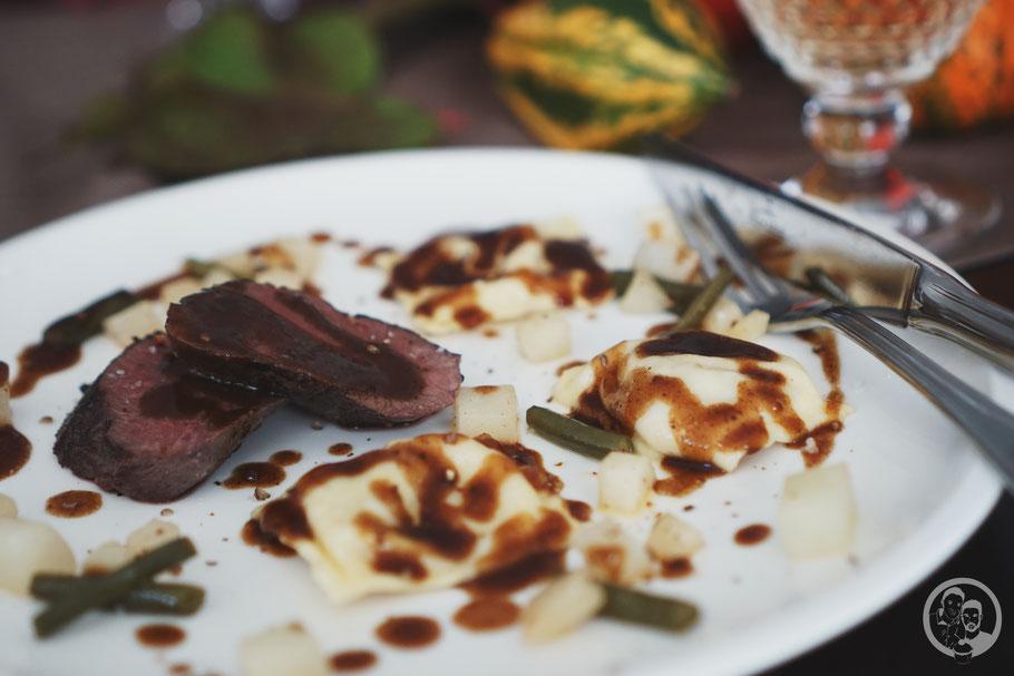 Herbstdinner_Wild_Hirschlachs_Hauptgericht_Ravioli_Pfifferlinge_rezept_blog_foodblog_köln