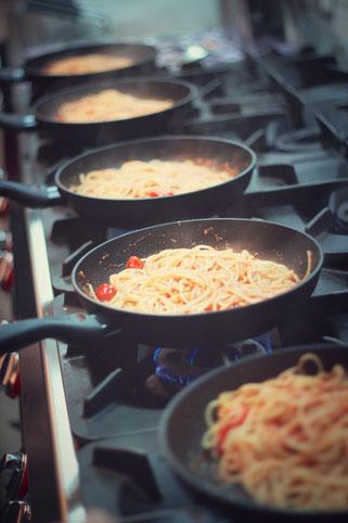 image 1 3 3 6 | Im August wurden wir beide mit einigen anderen deutschen und internationalen Food-Bloggern eingeladen, bei einem Workshop zum Thema Pizza und Pasta teil zu nehmen. Wir waren natürlich direkt Feuer und Flamme dafür und haben sofort einen Tag Urlaub für den 09.09.14 eingereicht.
