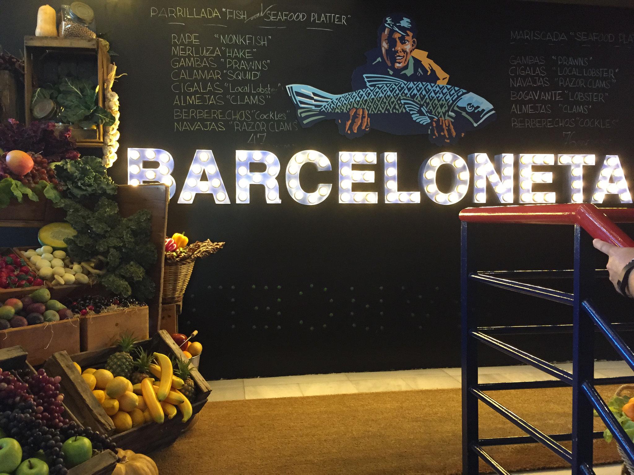 image 2 3 7 1 | Barcelona ist unsere absolute Lieblingsstadt und wir versuchen mindestensalle 2 Jahre dorthin zu reisen. Nicht nur, dass die spanische Großstadt unglaublich vielseitig ist, auch kulinarisch weiß sie voll und ganz zu überzeugen. Denn auch hier zeigt sich die Wandelbarkeit der Stadt, die sowohl einen wunderschönen Strand aber auch ein urbanes, pulsierendes Stadtleben zu bieten hat. Daher wurde es höchste Zeit, dass wir euch unsere Lieblingsrestaurants in Barcelona vorstellen, denn hier gibt es definitiv nicht nur Tapas (auch wenn Tapas grandios sind).