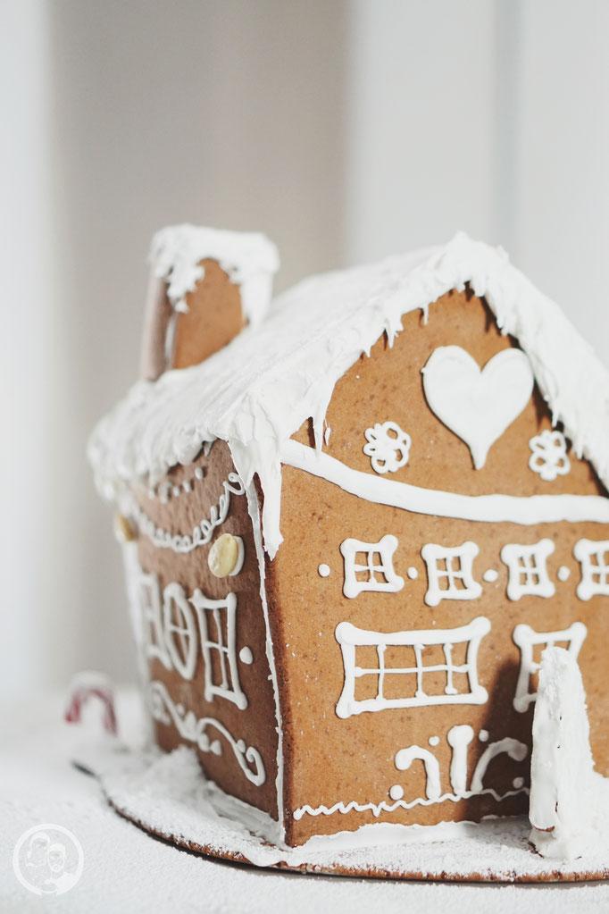 image 3 4 9 7 | Jetzt ist es schon wieder soweit und die ersten Weihnachtsmärkte haben ihre Tore geöffnet. Überall in der Stadt riecht es nach heißen Maronen, Lebkuchen und anderen weihnachtlichen Düften. Zeit daher auch, mit der Weihnachtsbäckerei so langsam anzufangen, damit für die Advents- und Weihnachtszeit genügend Plätzchen in der Speisekammer bereitstehen.