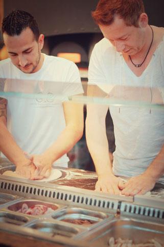 image 3 7 3 2 | Im August wurden wir beide mit einigen anderen deutschen und internationalen Food-Bloggern eingeladen, bei einem Workshop zum Thema Pizza und Pasta teil zu nehmen. Wir waren natürlich direkt Feuer und Flamme dafür und haben sofort einen Tag Urlaub für den 09.09.14 eingereicht.