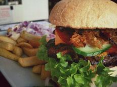 image 4 0 8 5 8 | Der letzte Teil unseres Burger-Contest war wieder in der Südstadt. Diesmal haben wir den Südstadt-Burger in der Merowinger ausprobiert.