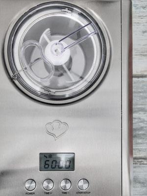 image 4 2 7 |     Wir sind noch immer ganz aus dem Häuschen ... schon seit Langem haben wir vorgehabt, einmal eine richtige Eismaschine auszuprobieren. Wir haben zwar eine kleine, deren Eisbehälter wir mindestens    1 Tag vor der Zubereitung in die Truhe packen müssen, aber das bedeutet immer: Keine spontanen Eiskreationen!