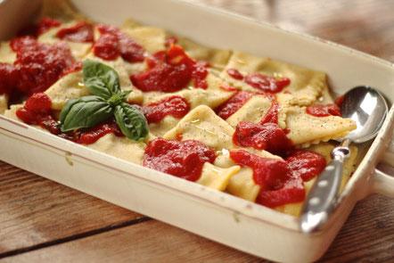 image 4 6 3 | Serviert sie nun mit der Tomatensauce und einem Ciabatta. Dazu passt perfekt ein Chianti Classico oder ein anderer italienischer Rotwein.