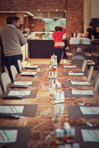 image 4 9 8 6 | Im August wurden wir beide mit einigen anderen deutschen und internationalen Food-Bloggern eingeladen, bei einem Workshop zum Thema Pizza und Pasta teil zu nehmen. Wir waren natürlich direkt Feuer und Flamme dafür und haben sofort einen Tag Urlaub für den 09.09.14 eingereicht.