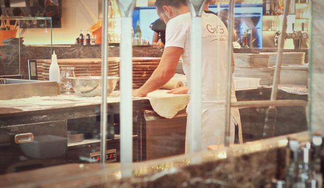 image 5 2 4 9 1 | Im August wurden wir beide mit einigen anderen deutschen und internationalen Food-Bloggern eingeladen, bei einem Workshop zum Thema Pizza und Pasta teil zu nehmen. Wir waren natürlich direkt Feuer und Flamme dafür und haben sofort einen Tag Urlaub für den 09.09.14 eingereicht.