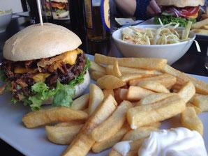 image 6 2 2 4 | Der letzte Teil unseres Burger-Contest war wieder in der Südstadt. Diesmal haben wir den Südstadt-Burger in der Merowinger ausprobiert.