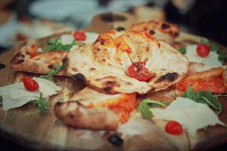 image 6 2 4 | Im August wurden wir beide mit einigen anderen deutschen und internationalen Food-Bloggern eingeladen, bei einem Workshop zum Thema Pizza und Pasta teil zu nehmen. Wir waren natürlich direkt Feuer und Flamme dafür und haben sofort einen Tag Urlaub für den 09.09.14 eingereicht.