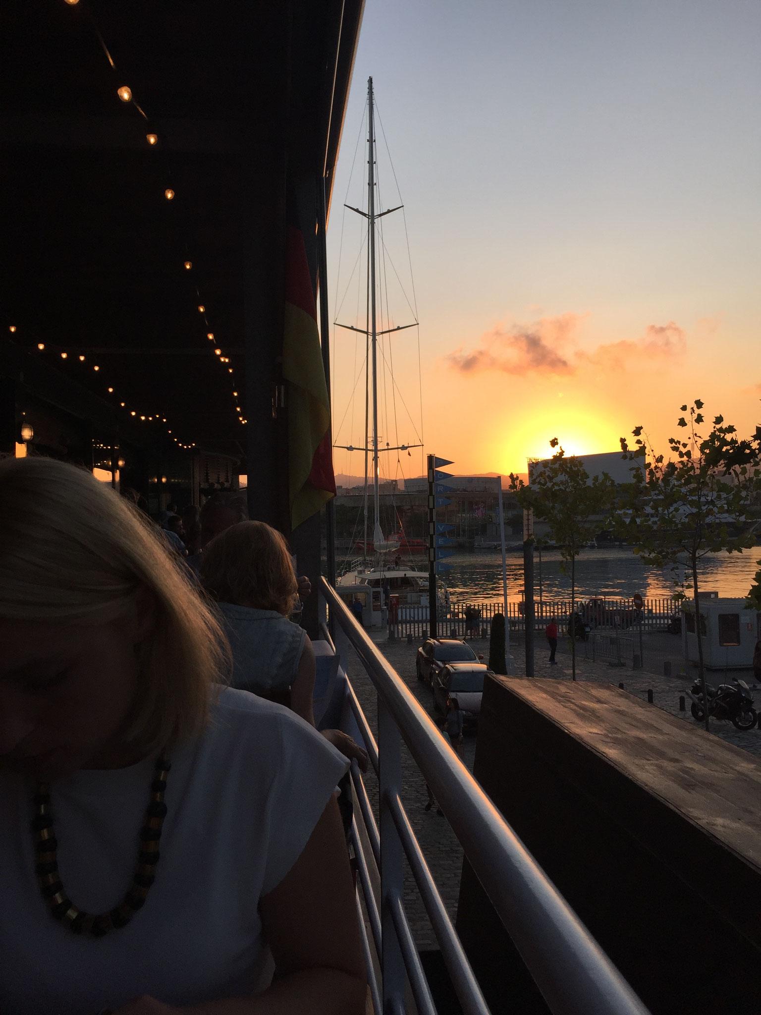 image 6 8 2 9 | Barcelona ist unsere absolute Lieblingsstadt und wir versuchen mindestensalle 2 Jahre dorthin zu reisen. Nicht nur, dass die spanische Großstadt unglaublich vielseitig ist, auch kulinarisch weiß sie voll und ganz zu überzeugen. Denn auch hier zeigt sich die Wandelbarkeit der Stadt, die sowohl einen wunderschönen Strand aber auch ein urbanes, pulsierendes Stadtleben zu bieten hat. Daher wurde es höchste Zeit, dass wir euch unsere Lieblingsrestaurants in Barcelona vorstellen, denn hier gibt es definitiv nicht nur Tapas (auch wenn Tapas grandios sind).