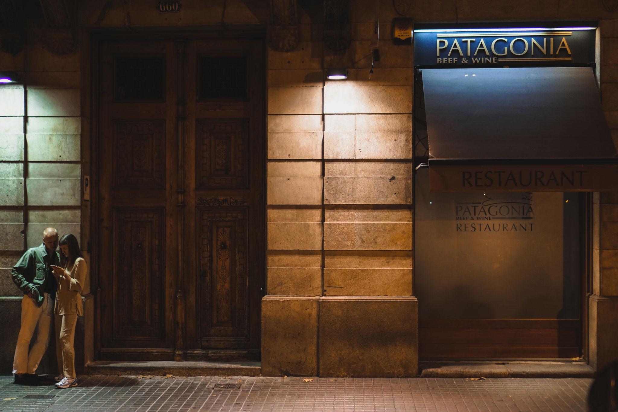 image 9 2 5 6 | Barcelona ist unsere absolute Lieblingsstadt und wir versuchen mindestensalle 2 Jahre dorthin zu reisen. Nicht nur, dass die spanische Großstadt unglaublich vielseitig ist, auch kulinarisch weiß sie voll und ganz zu überzeugen. Denn auch hier zeigt sich die Wandelbarkeit der Stadt, die sowohl einen wunderschönen Strand aber auch ein urbanes, pulsierendes Stadtleben zu bieten hat. Daher wurde es höchste Zeit, dass wir euch unsere Lieblingsrestaurants in Barcelona vorstellen, denn hier gibt es definitiv nicht nur Tapas (auch wenn Tapas grandios sind).