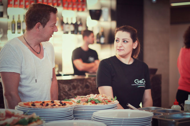 image 9 8 0 | Im August wurden wir beide mit einigen anderen deutschen und internationalen Food-Bloggern eingeladen, bei einem Workshop zum Thema Pizza und Pasta teil zu nehmen. Wir waren natürlich direkt Feuer und Flamme dafür und haben sofort einen Tag Urlaub für den 09.09.14 eingereicht.