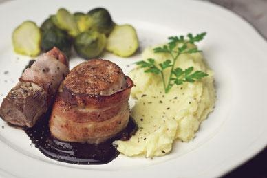 Schweinemedaillons mit Rosenkohl und Pastinakenpüree_Rezept_kochen