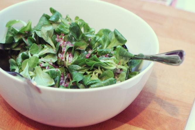 Ziegenkäse-Birnen Tarte mit Feldsalat