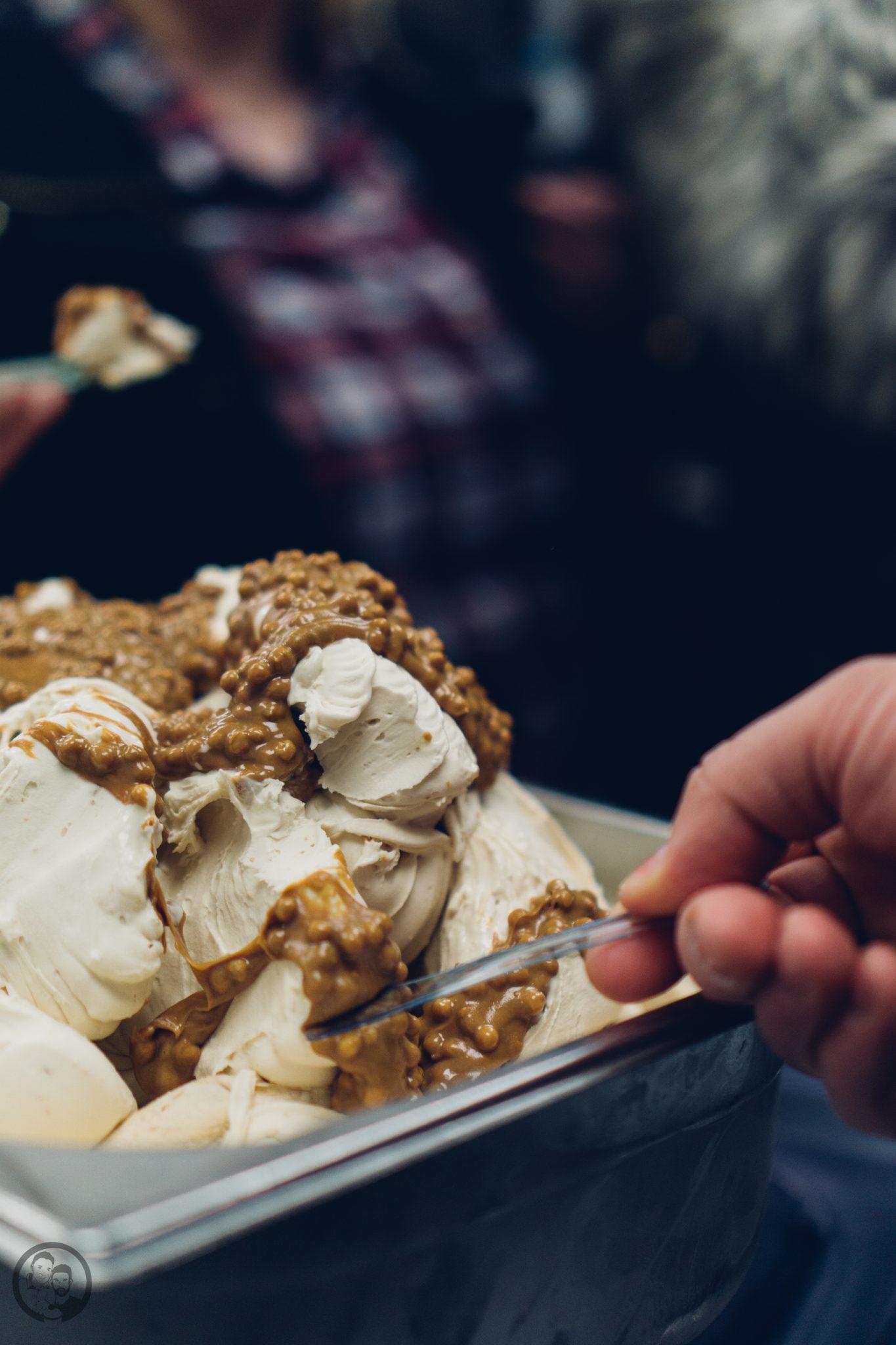Vila Vita 28   Heute möchten wir euch von einem Foodie-Tag der Extraklasse durch Marburg berichten, dass ist nämlich schon lange überfällig. Die Vila Vita Marburghat gemeinsam mit Cat von Schlemmerkatze zum Schlemmertag gerufen und da sagen wir definitiv nicht nein zu.Die Vila Vita kennen wir ja schon seit der Landpartie im letzten Jahr und im Märzdurften wir den Genusstempel in seiner ganzen Vielfalt erleben. Zum Abschluss wurde dann auch noch gemeinsam gekocht und unseren Favorit von diesem Abend, stellen wir euch heute vor - Spicy Tartar Roll!