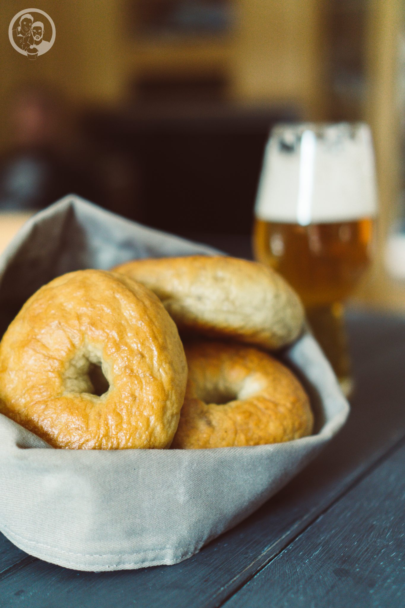 Bagel, Korb und Bier