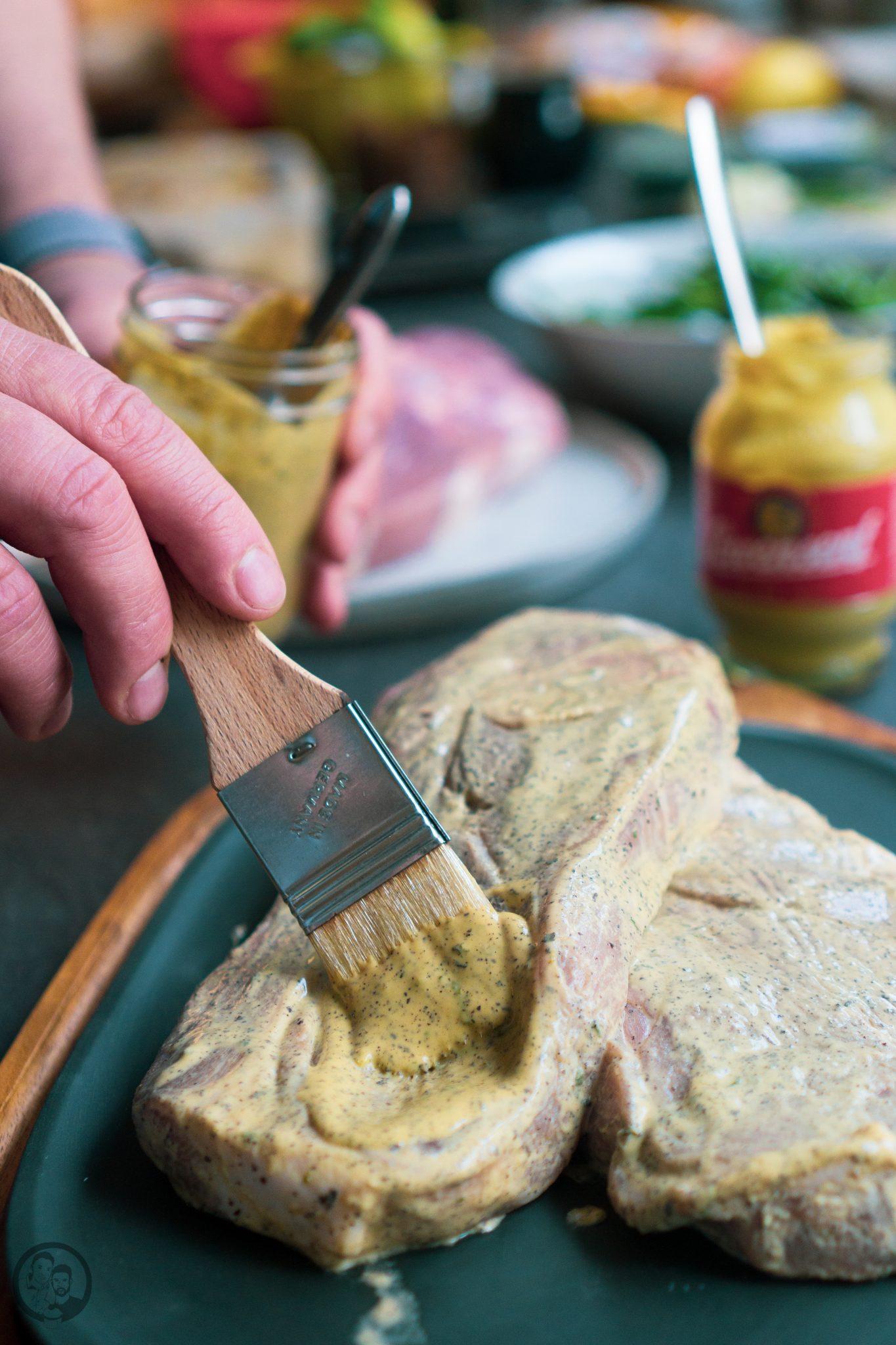 Fleisch wird mariniert